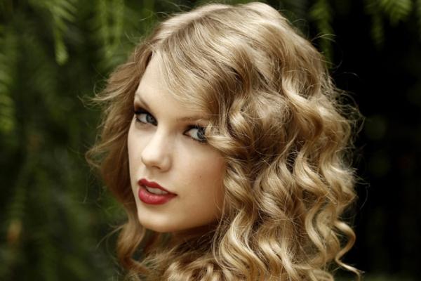 Топ-10 популярных певиц 2012 года по версии Google