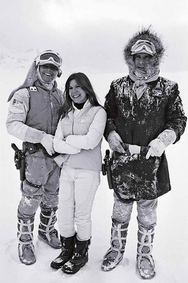 """Марк Хэмилл, Кэрри Фишер и Харрисон Форд на съемках фильма """"Звездные войны: Эпизод 5 – Империя наносит ответный удар"""", 1979 год"""