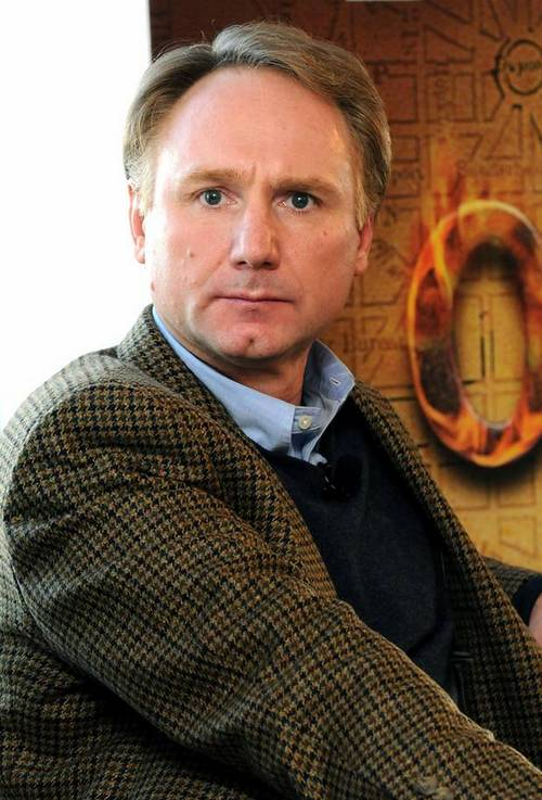 dan brown biography Dan brown was born in exeter, new hampshire to richard g brown, a mathematics teacher, and connie brown, a music professor he was the eldest of the three children and was raised as.
