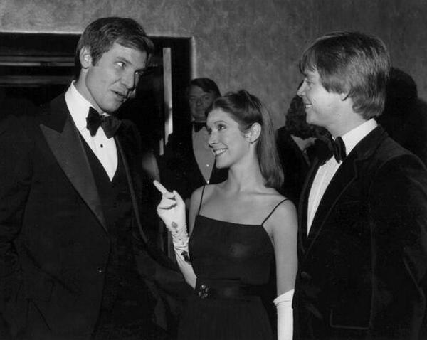 """Харрисон Форд, Кэрри Фишер и Марк Хэмилл на премьере фильма """"Звездные войны: Эпизод 4 – Новая надежда"""", 1977 год"""