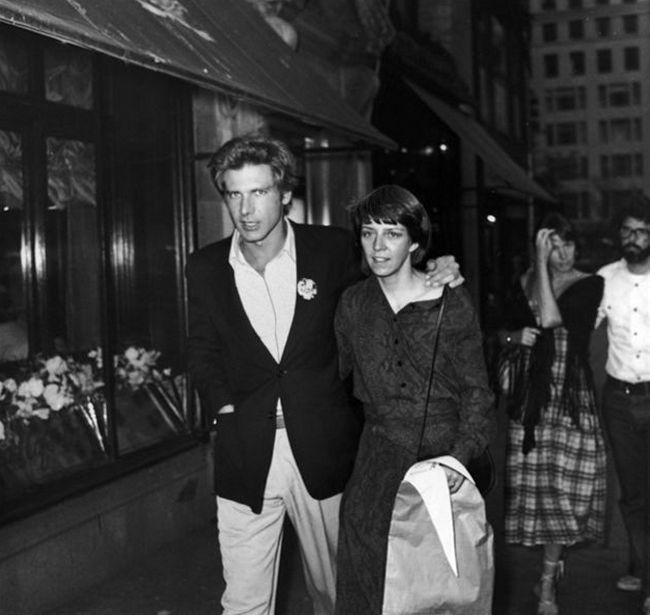 Харрисон Форд и Джордж Лукас с первыми супругами во время прогулки по вечернему Нью-Йорку, 1977 год