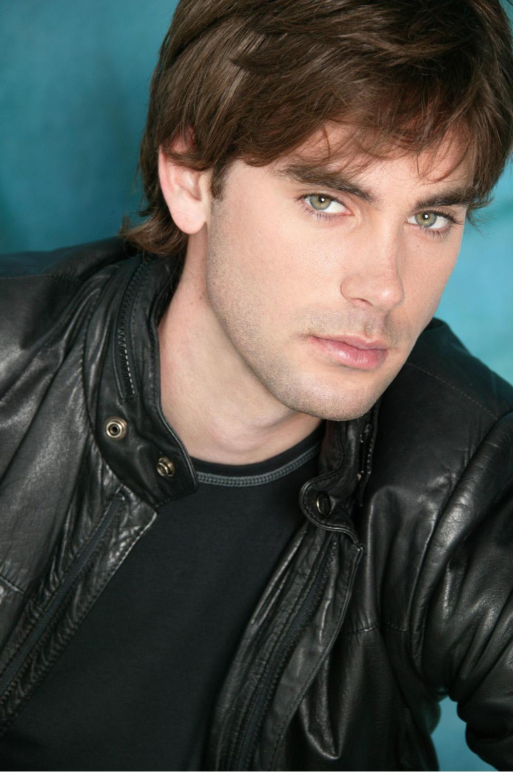 Крис из зачарованных актер клипы земфиры с литвиновой