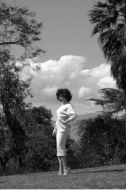 Анна Пакуин в журнале V Magazine