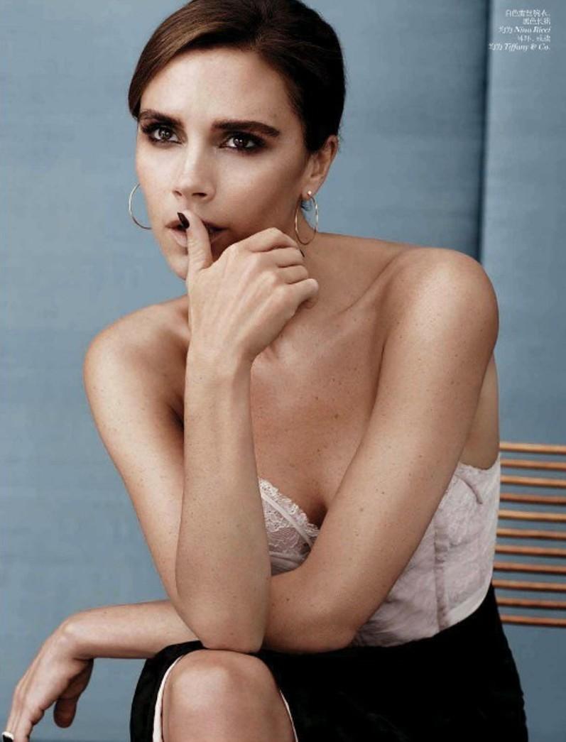 Виктория Бекхэм для августовского номера журнала Vogue China