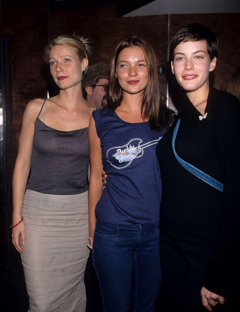 Гвинет Пэлтроу, Кейт Мосс и Лив Тайлер на концерте Beck в Нью-Йорке, 1998 год