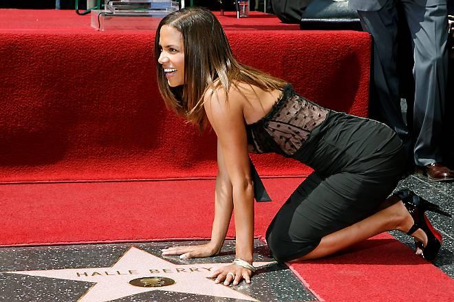 Хэлли Берри получила звезду на Аллее славы Голливуда