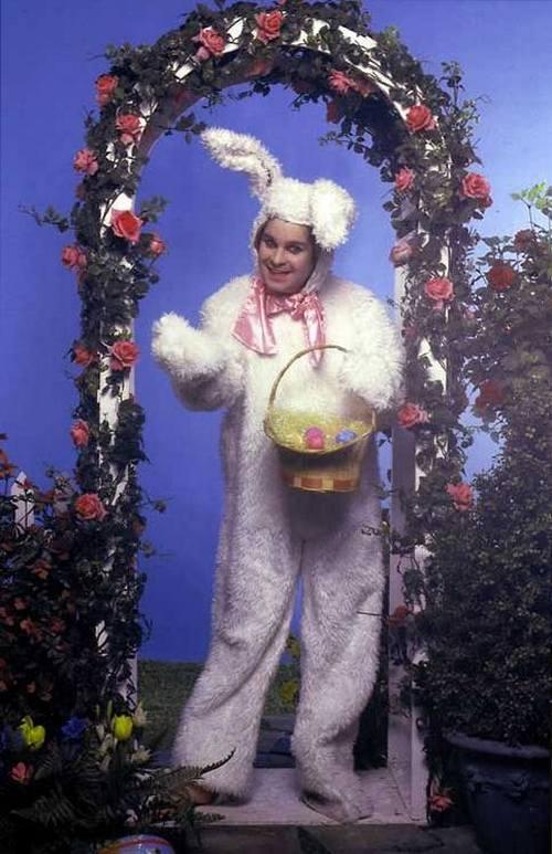 Оззи Осборн в костюме пасхального кролика