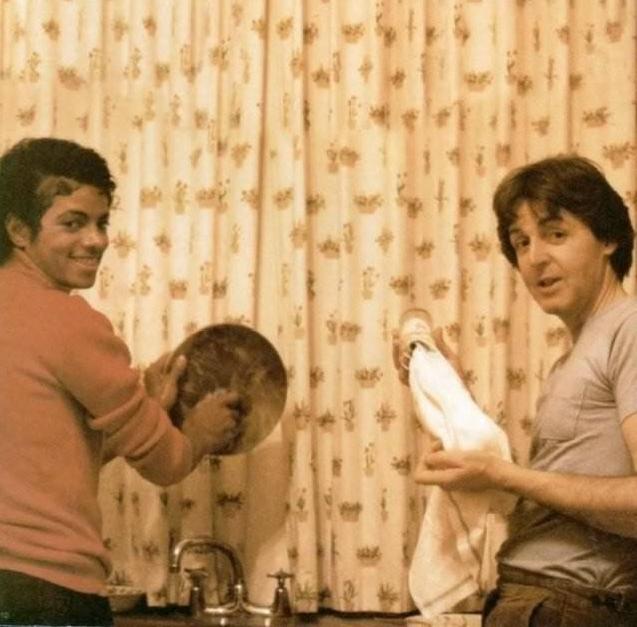 Пол Маккартни и Майкл Джексон моют посуду (США, примерно 1979-1982 годы)