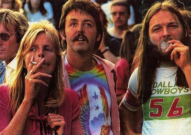 "Линда Маккартни, Пол Маккартни и Дэвид Гилмор с ""Pink Floyd"" на фестивале в Небуорт-хаус, 1976 год"