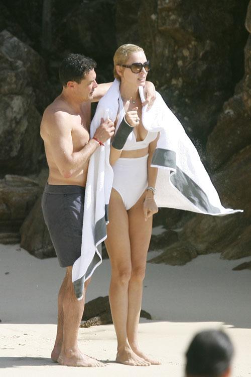 Ума Турман на пляже