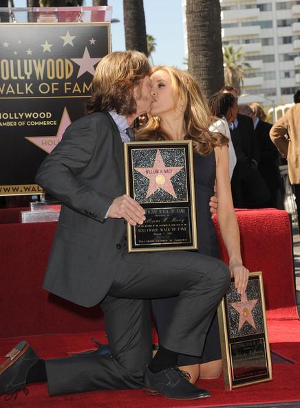 Двойная звезда Уильяма Х. Мэйси и Фелисити Хаффман на Голливудской «Аллее славы».