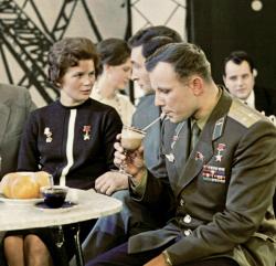 Юрий Гагарин и Валентина Терешкова