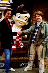 Джон Уотерс и Дэвид Линч возле ресторана Big Boy в Лос-Анджелесе, 1979 год
