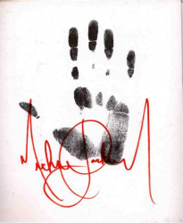 Отпечаток ладони и автограф Майкла