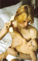 Курт Кобейн и его дочь Фрэнсис Бин Кобейн