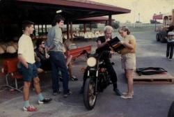 Юная Гвен Стефани берет автограф в Стинга, 1983 год