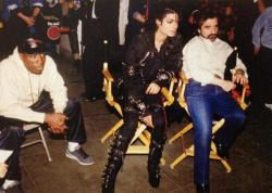"""Уэсли Снайпс, Майкл Джексон и Мартин Скорсезе на съемках клипа """"Bad"""", 1987 год"""