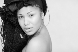 Гайтана Эссами без макияжа