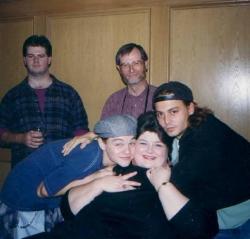 """Леонардо ДиКаприо, Дарлин Кейтс и Джонни Депп на съемках фильма """"Что гложет Гилберта Грэйпа"""", 1993 год"""