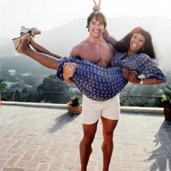 Арнольд Шварценеггер и Донна Саммер в ее доме в Лос-Анджелесе, 1977 год