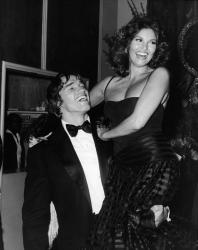 Арнольд Шварценеггер и Ракель Уэлч на церемонии вручения Золотого глобуса, 1977 год