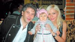 Авраам Руссо с дочкой и женой