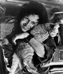 """Сигурни Уивер и кот Джонс на съемках фильма """"Чужой"""", 1978 год"""