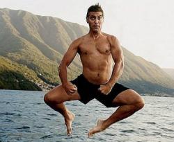 Джордж Клуни на пляже