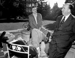 """Кэри Грант, Ингрид Бергман и Альфред Хичкок на съемках фильма """"Дурная слава"""", 1946 год"""