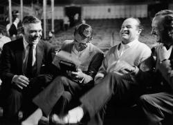 """Кларк Гейбл, Кэри Грант, Боб Хоуп и Дэвид Нивен во время репетиции 30-й церемонии вручения премии """"Оскар"""", 1958 год"""