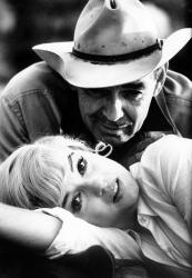 """Кларк Гейбл и Мэрилин Монро на съемках фильма """"Неприкаянные"""", 1960 год"""