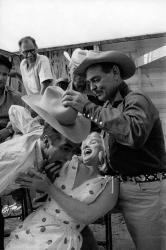 """Монтгомери Клифт, Кларк Гейбл и Мэрилин Монро на съемках фильма """"Неприкаянные"""", 1960 год"""