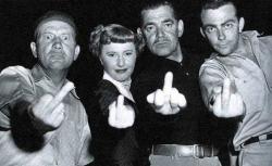 Лью Смит, Барбара Стэнвик, Кларк Гейбл и Билл Хикман на съемках фильма «Порадовать женщину», 1950 год