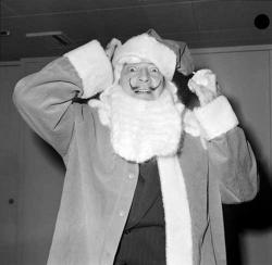Сальвадор Дали в костюме Санта-Клауса