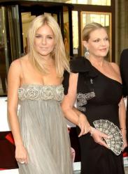 Сиенна Миллер с мамой