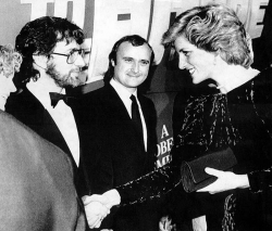 """Стивен Спилберг, Фил Коллинз и Принцесса Диана на британской премьере фильма """"Назад в будущее"""", 1985 год"""