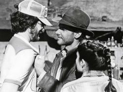 """Стивен Спилберг, Харрисон Форд и Карен Аллен на съемках фильма """"Индиана Джонс: В поисках утраченного ковчега"""", 1980 год"""
