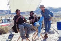"""Сэм Нилл, Стивен Спилберг и Лора Дерн на съемках фильма """"Парк Юрского периода"""", 1992 год"""