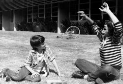 """Генри Томас и Стивен Спилберг на съемках фильма """"Инопланетянин"""", 1981 год"""