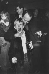 Маколей Калкин и Джо Пеши на вечеринке после премьеры фильма «Один дома», 1990 год