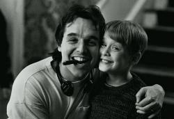 """Режиссер Крис Коламбус и Маколей Калкин на съемочной площадке фильма """"Один дома"""", 1990 год"""
