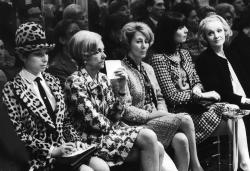 Барбра Стрейзанд, Марлен Дитрих и Эльза Мартинелли на Chanel Fashion Show, 1966 год