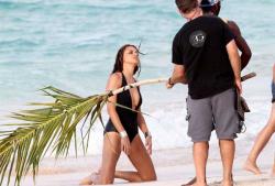 Адриана Лима на берегу Сент-Бартс в фотосессии Victoria's Secret