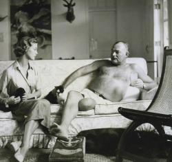 Эрнест Хемингуэй и Джин Пэтчетт на ранчо писателя (Куба, 1950 год)