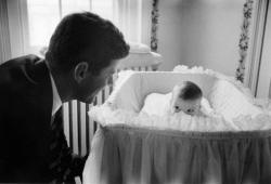 Джон Кеннеди со своей дочерью Кэролайн, 1958 год