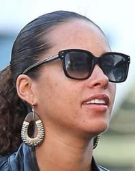 Алиша Киз и ее солнцезащитные очки