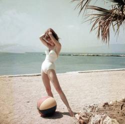 19-летняя Бриджит Бардо на Каннском кинофестивале, 1953 год