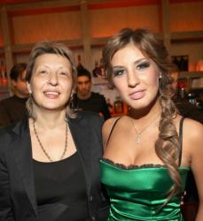 Кэти Топурия с мамой