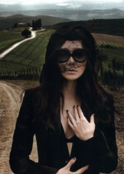 Юнджин Ким в журнале Harper Bazaar