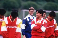 """Арсен Венгер во время работы в японском клубе """"Нагоя Грампус Эйт"""", 1995 год"""